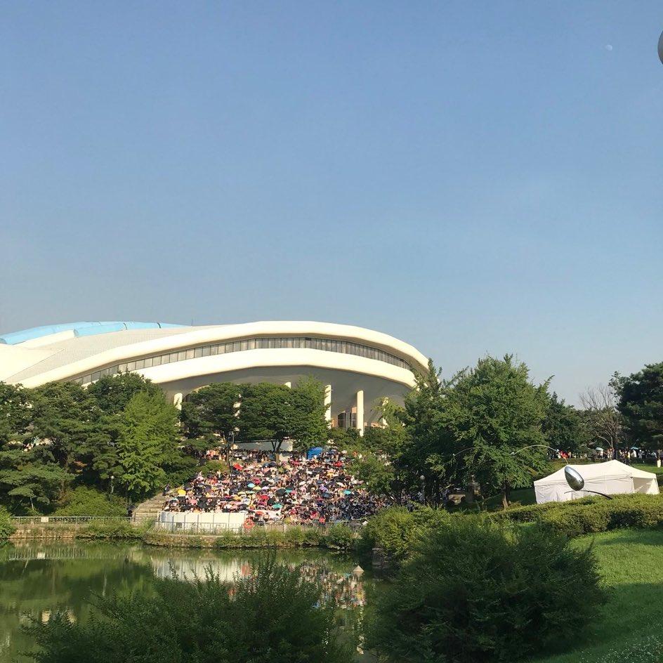 baekho-crowd3