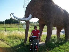 Photo: 1e Dag, donderdag 16 juli 2009 Duiven - Meerbush ,Dag afstand: 105 Totaal gereden : 106 km. Het standbeeld van de Mamoet bij de Betuwelijn