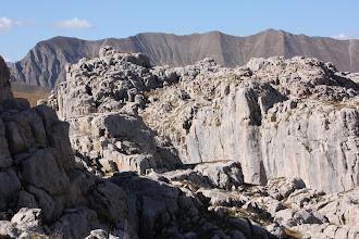 Photo: Canyons parfois assez profonds pour présenter une belle entaille dans le massif.
