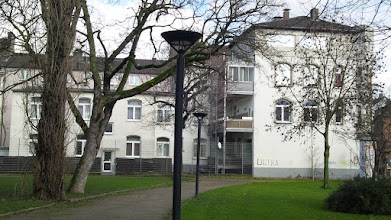 Photo: Die Gebäudefassade vor dem neuen Anstrich.