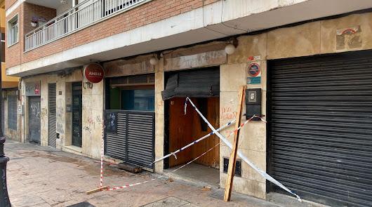 Las puertas del pub han quedado precintadas.