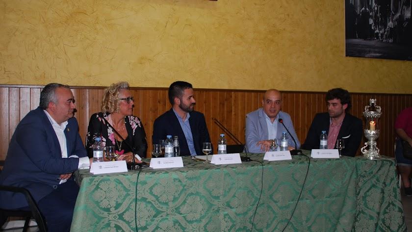 La tertulia congregó a cofrades para escuchar a F. Moya, R. Criado, J. M. Campos y R. Salvador. FOTO: A. VALVERDE