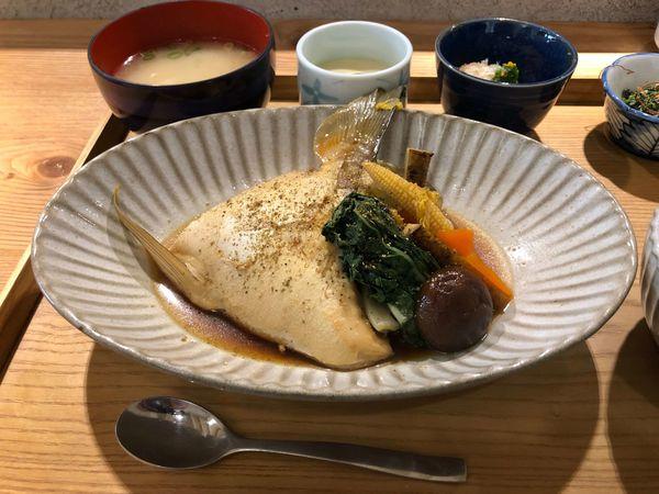 粮心食堂 鹽埕區 值得一訪的日式小食堂 不錯吃的日式煮付鰤魚下巴 軟嫩好吃的溫體豬炸豬排