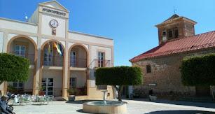 Plaza de la Constitución, presidida por el Ayuntamiento y la Iglesia San Judas Tadeo del siglo XVI.