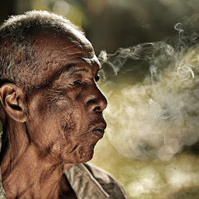 men & smooke by R'zlley TheShoots - People Portraits of Men ( human interest, senior citizen )