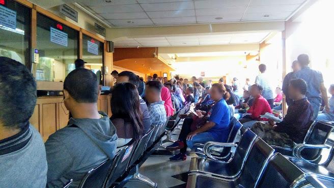 Suasana antrian loket pendaftaran perubahan BPKB pada saat Mengurus Balik Nama BPKB di Polda Metro Jaya