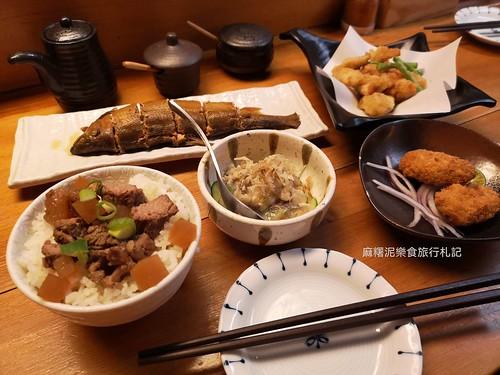 立刻飛到日本,日本整街道搬進店內,各種燒烤、炸物、南屯區美食 木庵食事處。日式居酒屋