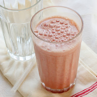 High Protein Strawberry Breakfast Smoothie