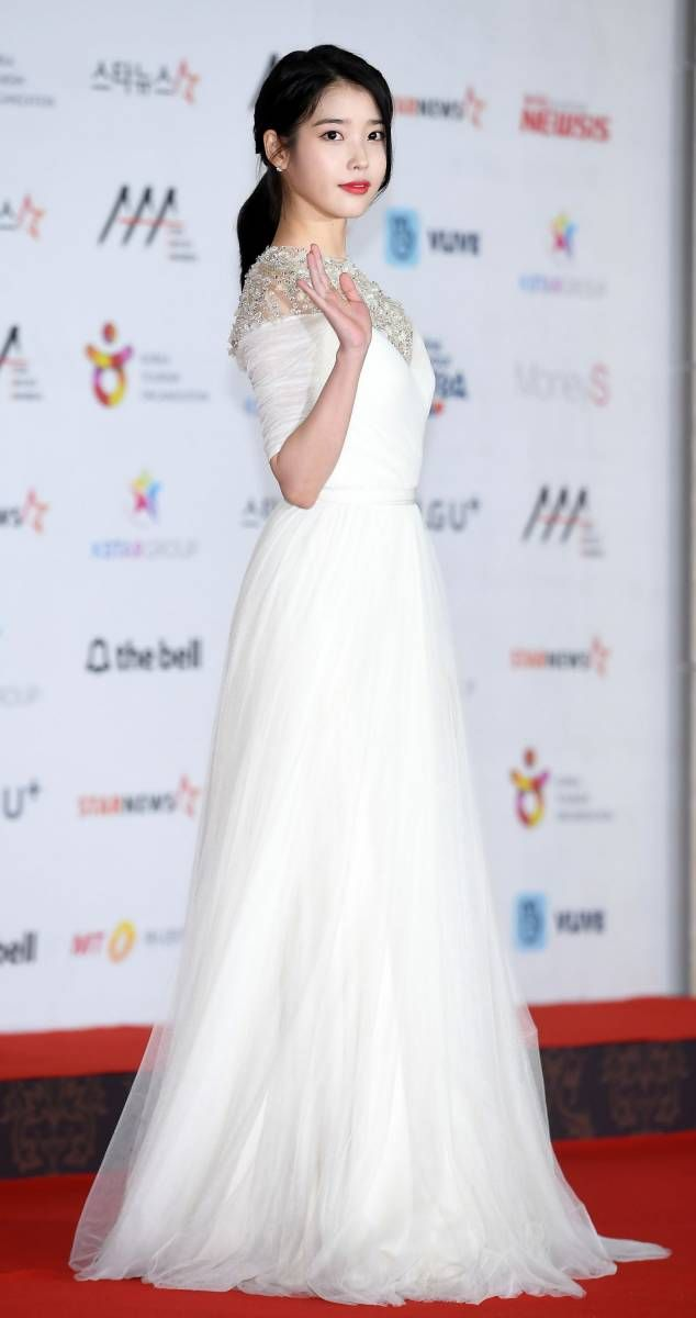 iu gown 2