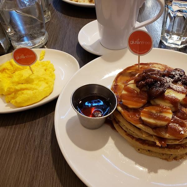 Scrambled eggs & oatmeal banana walnut pancakes