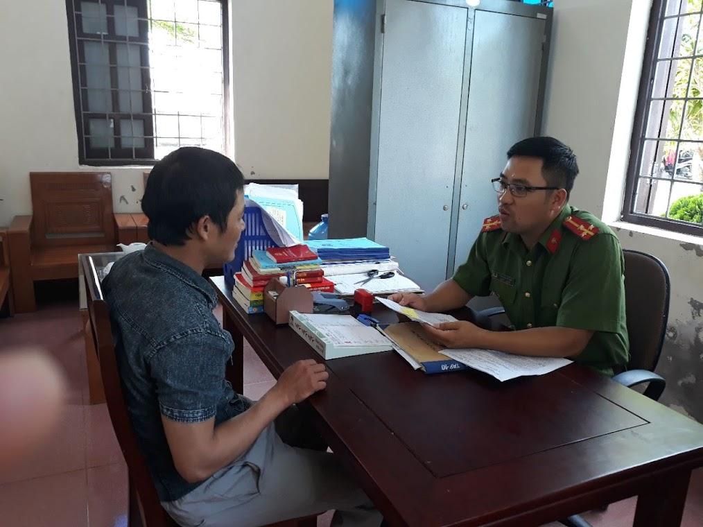 Lực lượng Công an chính quy xã Diễn Tân tận tình giúp đỡ nhân dân                  giải quyết nhanh các thủ tục hành chính