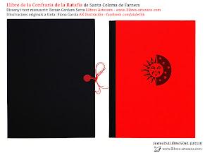 Photo: LLibre d'encàrrec fet a mida a Llibres Artesans; manuscrit per Ferran Cerdans - Il·lustracions de Fiona García de AK Ilustración · Santpedor, 2014