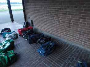Photo: Nog enkele tassen wachten op hun wandelaar.