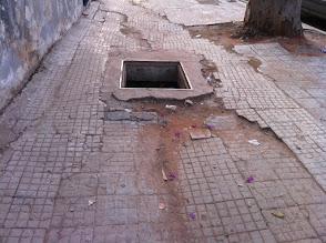 Photo: Quand tu vois l'etat des trottoirs tu comprend pourquoi les gens marchent sur la route !!!