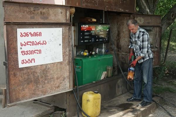 Diese kleine Tankstelle gehört mit Sicherheit zu keinem der großen Konzerne.