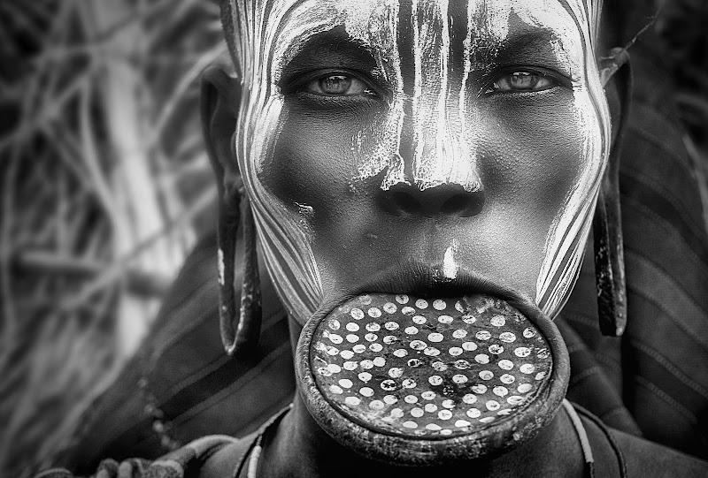 Il cerchio della bellezza per le donne Mursi di Sergio Pandolfini