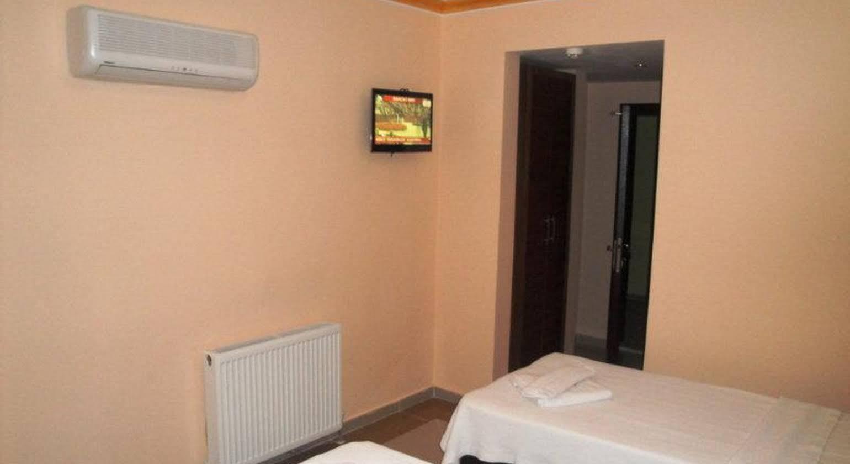 Dinara Hotel