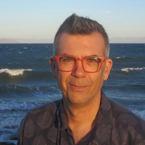Natural de Albox, Juan José Rosado es artista plástico y escritor.