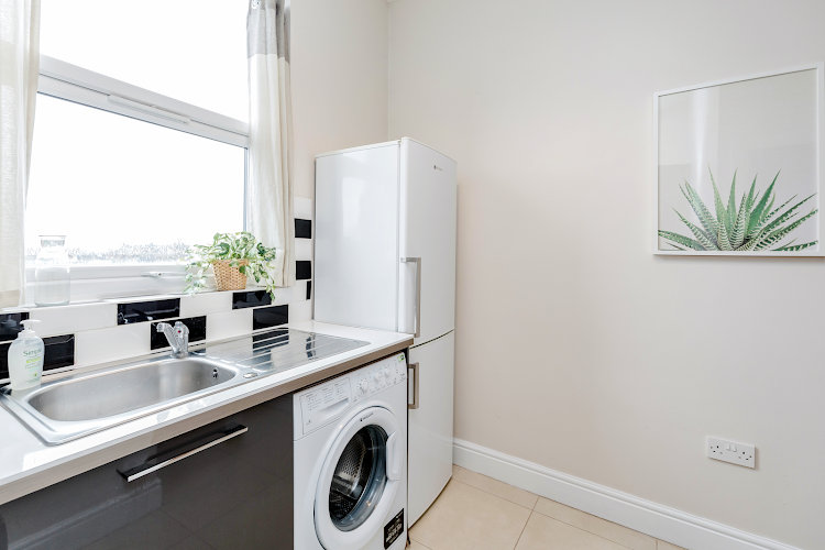 Fully equipped kitchen at WelcomeStay - Clapham Junction