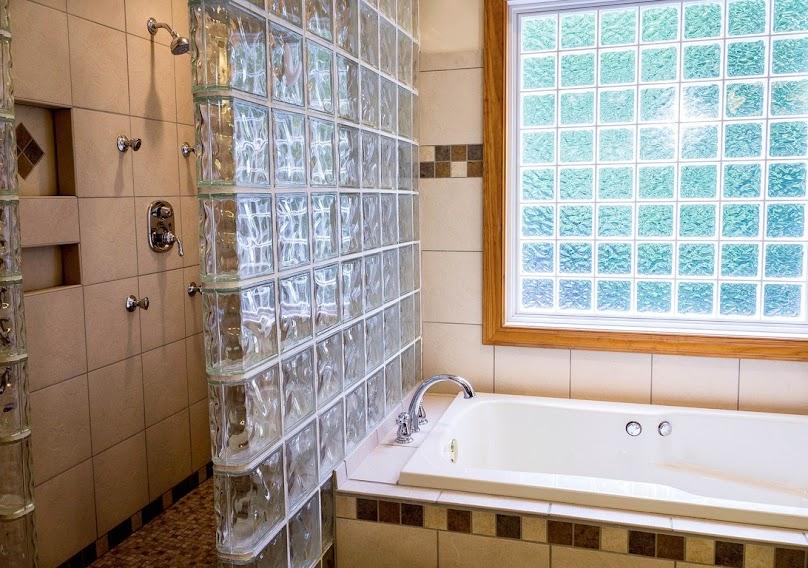 Panele szklane w łazience