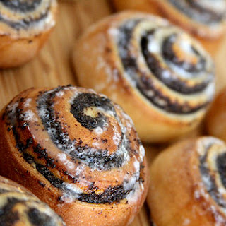 Honey Poppy Seed Swirls (Mohnschnecken)