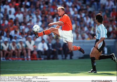 """🎥 Bergkamp kiest zijn mooiste doelpunt: """"Ik zou het zelfs geblinddoekt kunnen"""""""