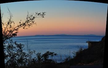 Photo: Isola di Ischia e Capri da Zambrone (vv).