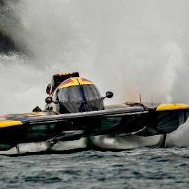 Airbourne  by Ken Nicol - Sports & Fitness Watersports