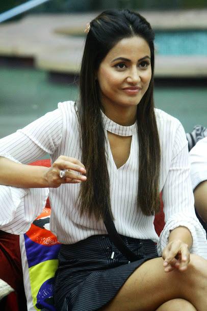 Hina Khan in Skirt, Hina Khan Thighs