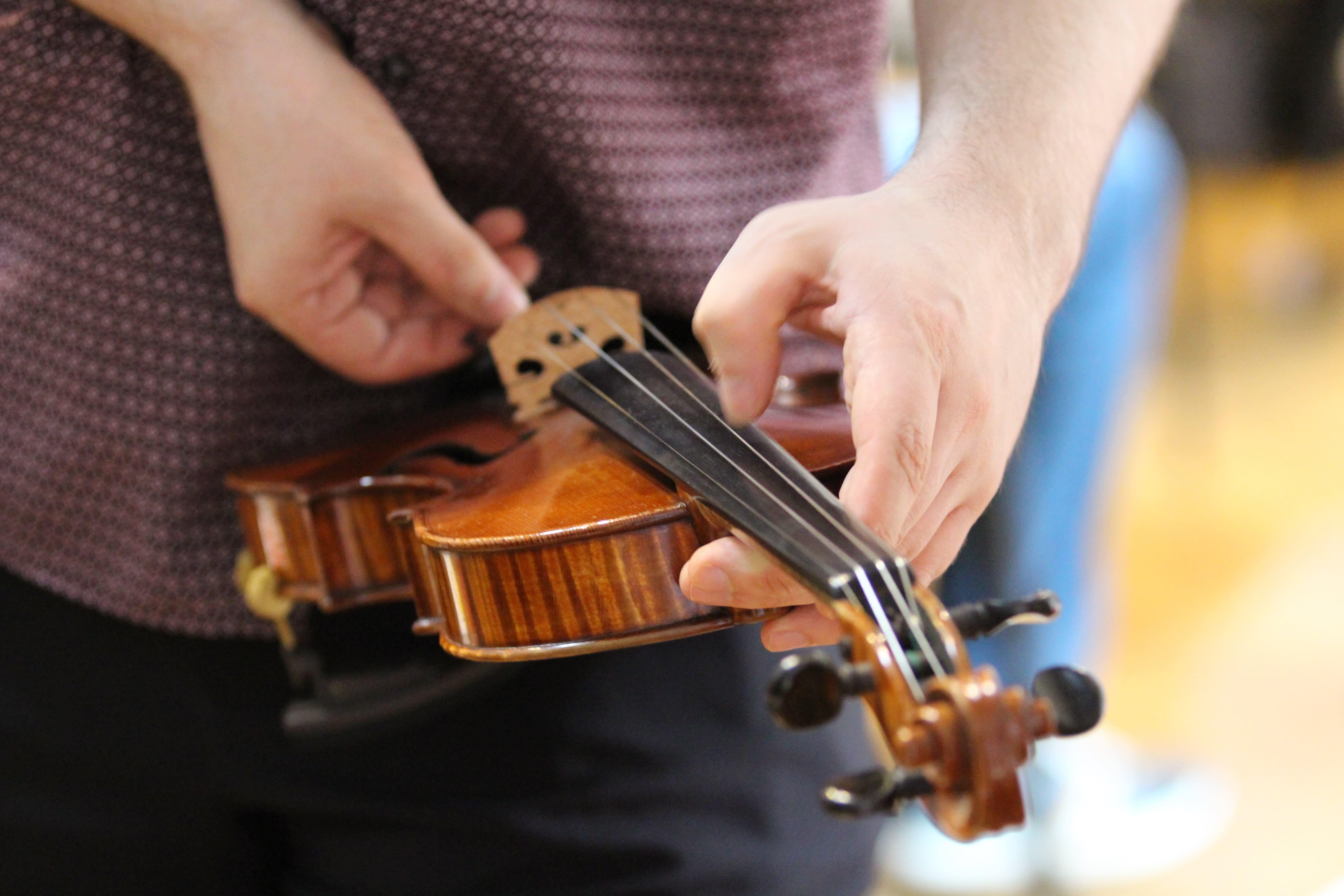 Tuning Violin ViolinSchool
