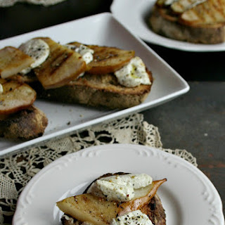 Pear Crostini With Goat Cheese