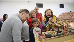 Inauguración de la exposición de casas de muñecas en la Plaza de San Pedro.