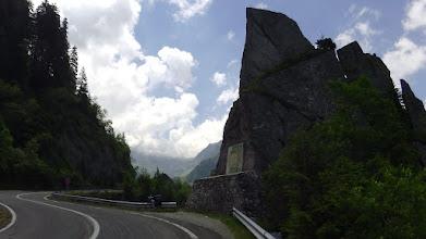 Photo: Az útépítés áldozatainak emlékműve
