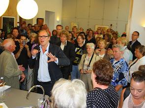 Photo: Roeland Rengelink, stadsdeelwethouder Welzijn, houdt de openingstoespraak