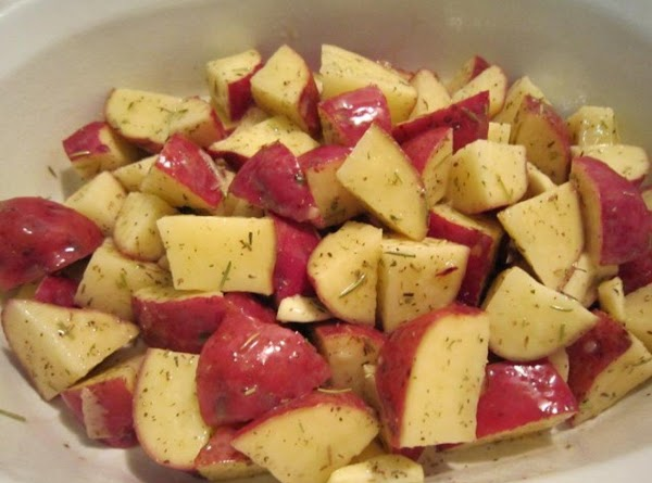 *PREHEAT OVEN TO 425 F *CUT EACH POTATO INTO QUARTERS. PLACE IN AN UNGREASED 8...