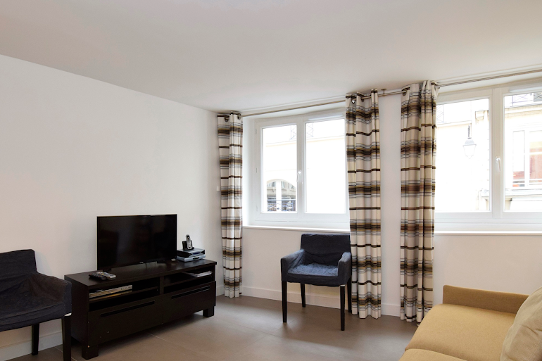 Spacious living area at Marais & Palais Royal Serviced Apartment, Opera