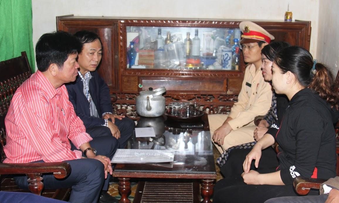 Đoàn công tác thăm hỏi gia đình chị Nguyễn Thị Minh