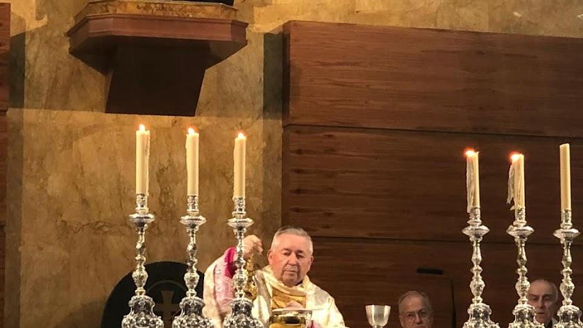 Francisco Salazar, en su misa de bodas de oro.