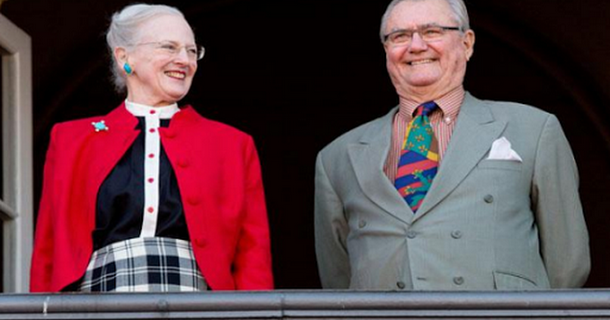 Margrethe og Henrik holder jul alene!