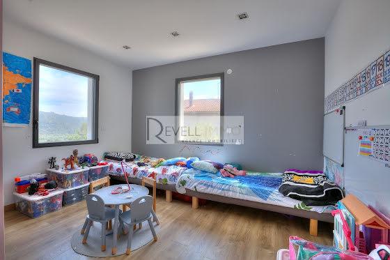 Vente villa 9 pièces 240 m2