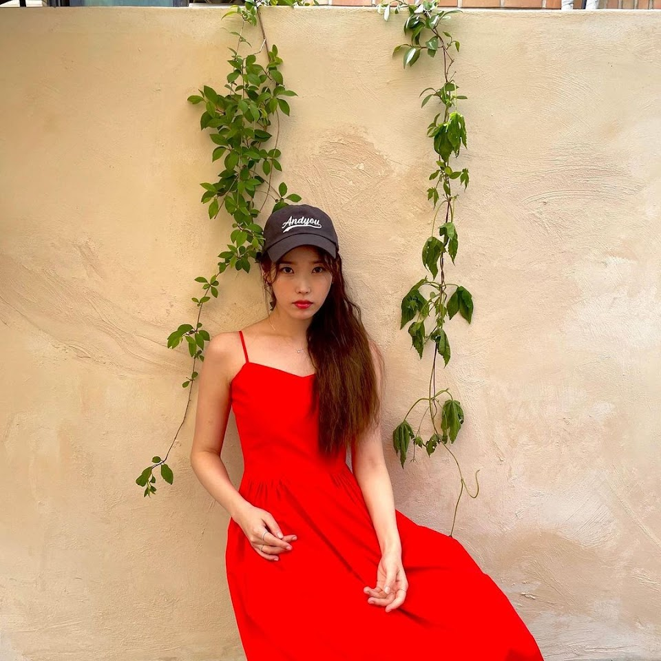 iu red hat and dress