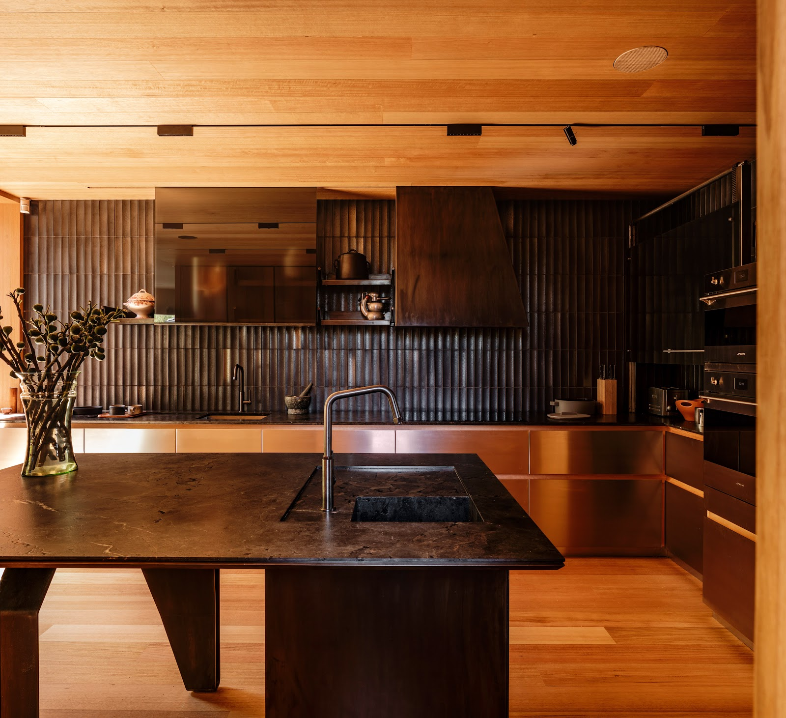 Кухня с японской керамической плиткой