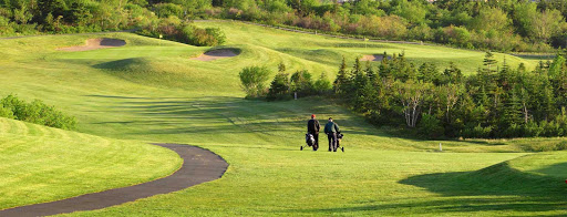 avalon-peninsula-newfoundland-golf.jpg - Two golfers walk the greens on a course on Avalon Peninsula in Newfoundland.