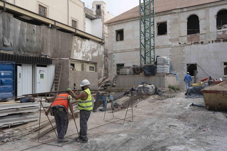 Trabajos en la fachada exterior hacia San Luis