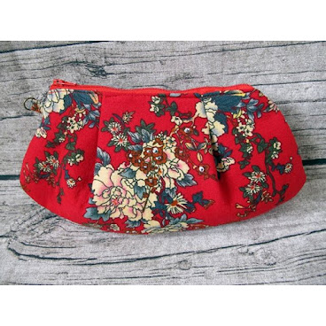 Handmade Asian Style Croissant Bag from Gingerbee The Handmade #handmade#Croissant#Asian#red#flower#vintage#pouch#purses#bags#gift#wallet#coins#zipper#cotton#ramie