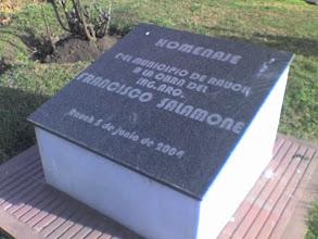 Photo: Salamone Rauch Municipalidad Placa