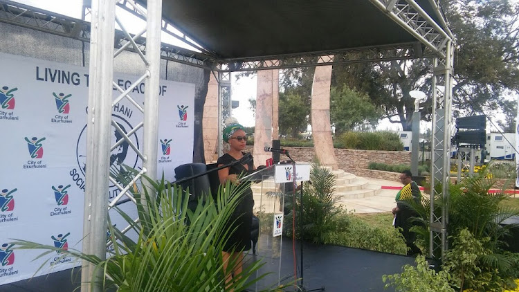 Lindiwe Hani addresses the crowd during the commemoration of her father's death in Ekurhuleni. Image: PENWELL DLAMINI