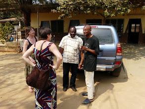 Photo: A Lokossa, notre grand ami orthopédiste Emile Dohou nous accueille dans son centre de rééducation