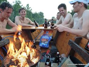 Photo: in bester Gesellschaft  ... Lagerfeuerstimmung mitten auf dem Fluß im fast Hüfthohen Wasser!