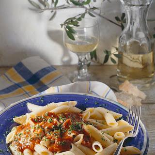 Penne mit Thunfisch-Tomatensauce